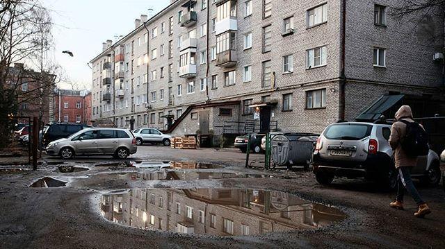 В 50 метрах от Дома Советов.