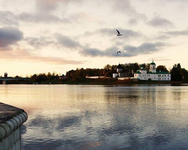 #pskov #autumn #river #bridge #псков #осень #река #храм #мост #church