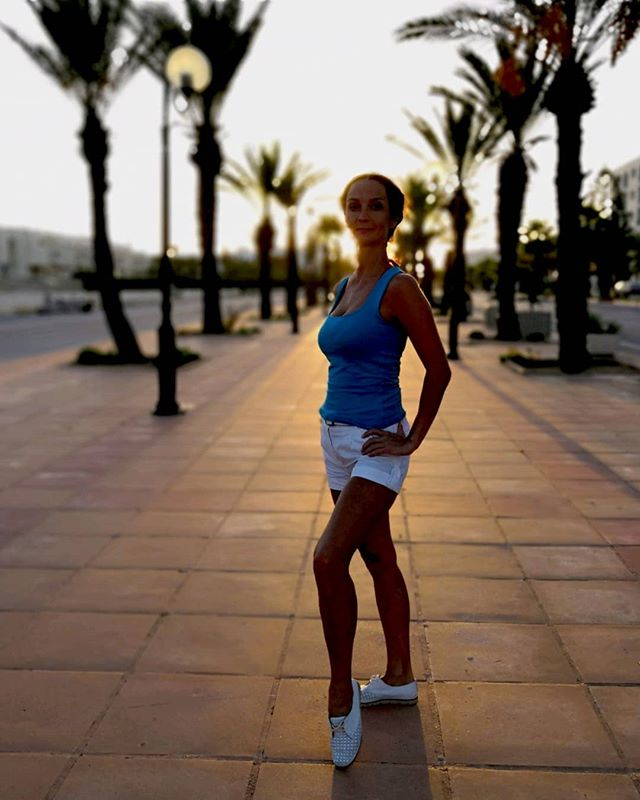 День пятый @irina_nemtseva #tunisia #hammamet #хаммамет #тунис #променад #закат #sunset #portrait
