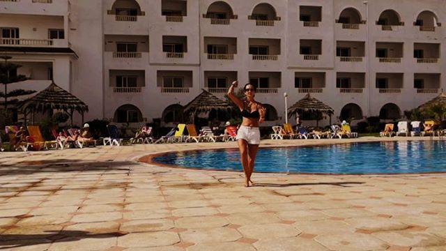 Прощальный танец в Хаммамете. Полная 4-х мин. версия vk.com/knemtsev youtube.com/knemtsev @irina_nemtseva #dance #girls #hammamet @hotelzodiachammamet #tunisia #тунис #хаммамет #зодиак #танец #девушки