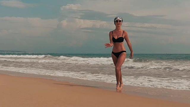 Танец на пляжеПолная версия в vk.com/knemtsev #псков #хаммамет #тунис #пляж #море #песок #танец #hammamet #tunisia #beach #sand #sea #waves #dance @irina_nemtseva
